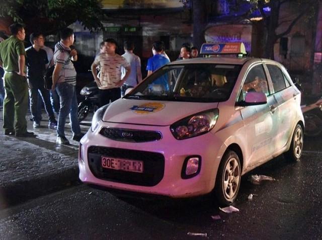 Hé lộ nguyên nhân nữ tài xế taxi bị đâm trọng thương gần khu Đền Lừ - Ảnh 1.