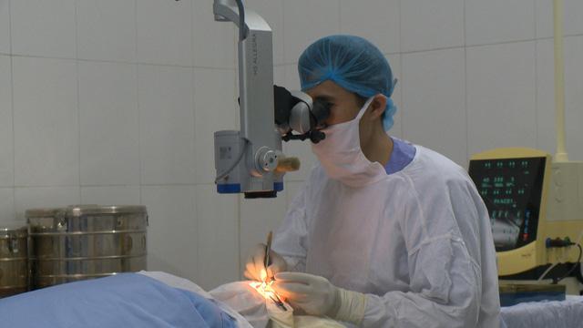 Hỗ trợ 560 triệu đồng mổ thay thể thủy tinh cho 200 người cao tuổi tại tỉnh Thái Bình - Ảnh 3.