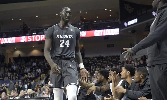 Tacko Fall - Gã khổng lồ của giới bóng rổ - Ảnh 2.