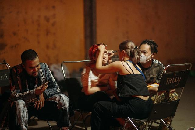 Lộn xộn band trở lại đường đua âm nhạc với MV cá tính - Ảnh 3.