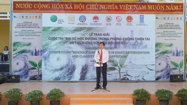 Trao giải cuộc thi Đại sứ học đường trong Phòng chống thiên tai và thích ứng biến đổi khí hậu - Ảnh 1.