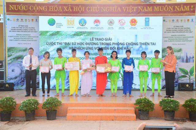 Trao giải cuộc thi Đại sứ học đường trong Phòng chống thiên tai và thích ứng biến đổi khí hậu - Ảnh 6.