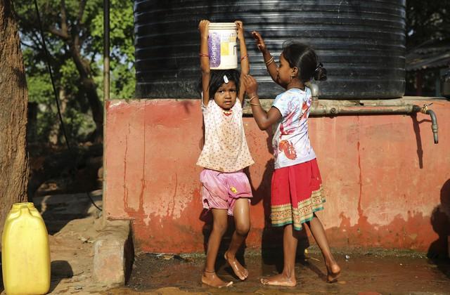 600 triệu người dân Ấn Độ thiếu nước sinh hoạt - Ảnh 1.