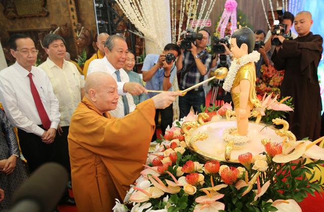 PTTg Trương Hòa Bình chúc mừng đại lễ Phật đản tại TP.HCM - Ảnh 4.