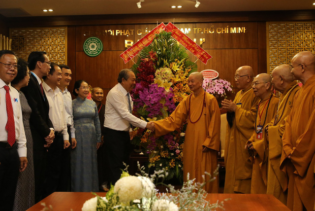 PTTg Trương Hòa Bình chúc mừng đại lễ Phật đản tại TP.HCM - Ảnh 1.