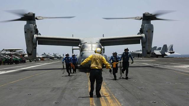 Tàu sân bay Mỹ tập trận tại vùng Vịnh giữa lúc căng thẳng với Iran - Ảnh 1.