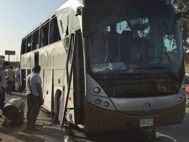 Ai Cập: Đánh bom nhằm vào xe bus chở du khách, ít nhất 17 người bị thương - Ảnh 4.