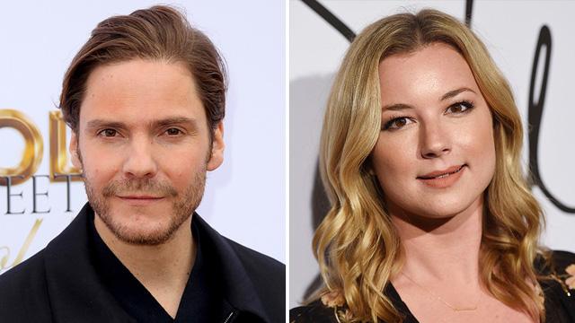 """Kari Skogland sẽ là đạo diễn chính thức cho 6 tập phim của """"The Falcon and The Winter Soldier"""" - Ảnh 2."""