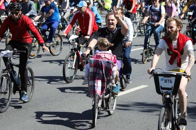 40.000 người đạp xe vòng quanh Moscow, Nga kêu gọi giảm khí thải - Ảnh 1.