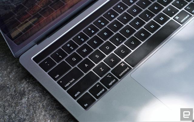 Apple ra mắt MacBook Pro mạnh chưa từng có, nâng cấp bàn phím cánh bướm - Ảnh 2.