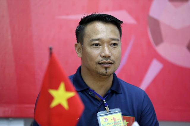 HLV Hoàng Văn Phúc chia tay CLB Quảng Nam - Ảnh 1.