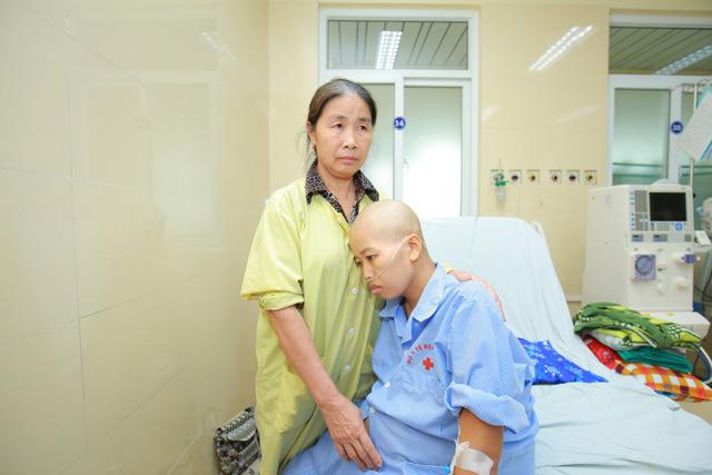 20 bác sĩ mổ bắt con cho sản phụ ung thư vú giai đoạn cuối - Ảnh 1.