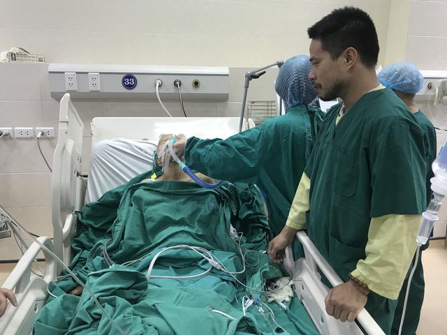 20 bác sĩ mổ bắt con cho sản phụ ung thư vú giai đoạn cuối - Ảnh 2.