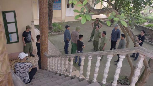 Mê cung - Tập 9: Ngáo chúa Tiến Thịnh đập phá tivi, Lam Anh bị băng nhóm Cường Lâm bắt cóc? - ảnh 4