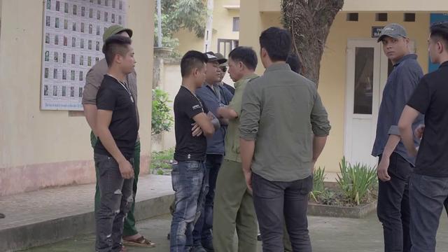 Mê cung - Tập 9: Ngáo chúa Tiến Thịnh đập phá tivi, Lam Anh bị băng nhóm Cường Lâm bắt cóc? - ảnh 6