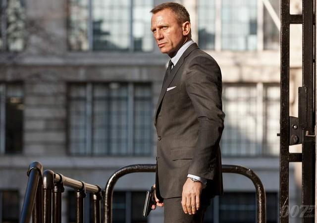 """Daniel Craig phẫu thuật gấp sau chấn thương tại phim trường """"Bond 25"""" - Ảnh 1."""