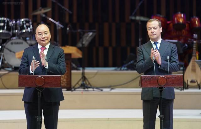Thủ tướng Nguyễn Xuân Phúc và Thủ tướng Dmitry Medvedev dự Lễ khai mạc Năm chéo Việt - Nga - Ảnh 1.