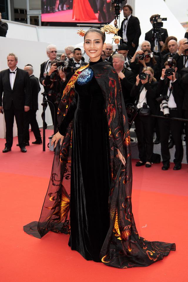 Trương Thị May diện áo dài lộng lẫy trên thảm đỏ Cannes 2019 - Ảnh 4.