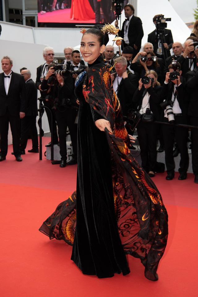 Trương Thị May diện áo dài lộng lẫy trên thảm đỏ Cannes 2019 - Ảnh 3.