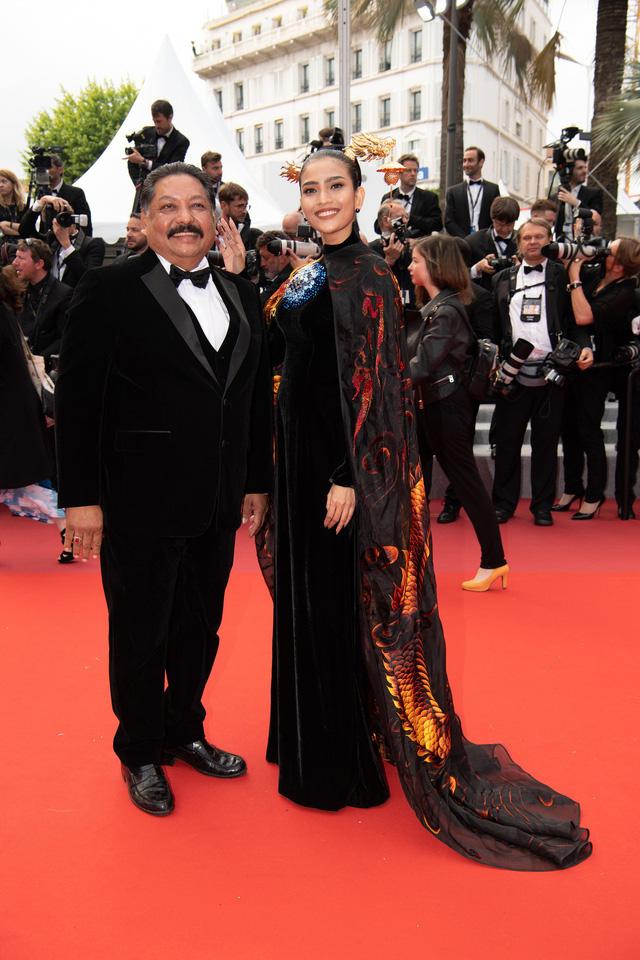 Trương Thị May diện áo dài lộng lẫy trên thảm đỏ Cannes 2019 - Ảnh 2.