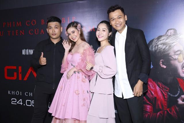 Xuân Nghị, Huỳnh Anh lịch lãm trên thảm đỏ trong ngày ra mắt phim Vô gian đạo - Ảnh 1.