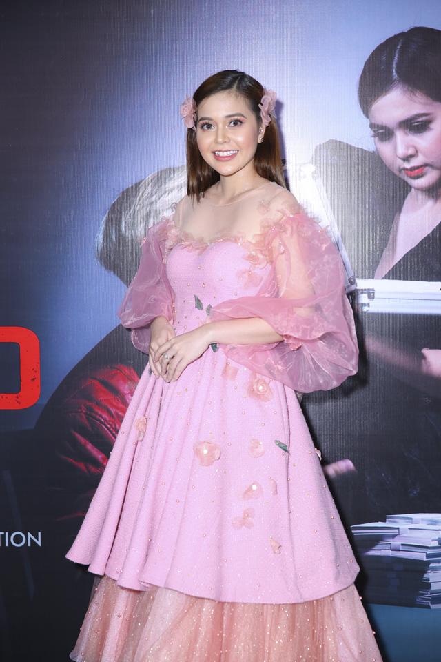 Xuân Nghị, Huỳnh Anh lịch lãm trên thảm đỏ trong ngày ra mắt phim Vô gian đạo - Ảnh 2.
