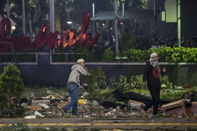 Indonesia bắt giữ 257 đối tượng gây bạo loạn - Ảnh 1.