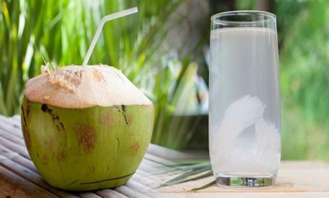 Nước dừa: Giải khát mùa Hè và công dụng tuyệt vời cho sức khỏe - Ảnh 1.