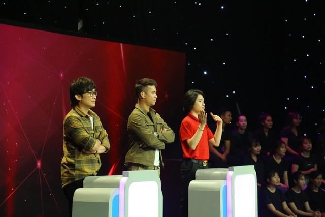 Giác quan thứ 6: Lâm Vỹ Dạ bất ngờ biến mất, Trương Thế Vinh đơn độc đấu với dàn khách - Ảnh 4.