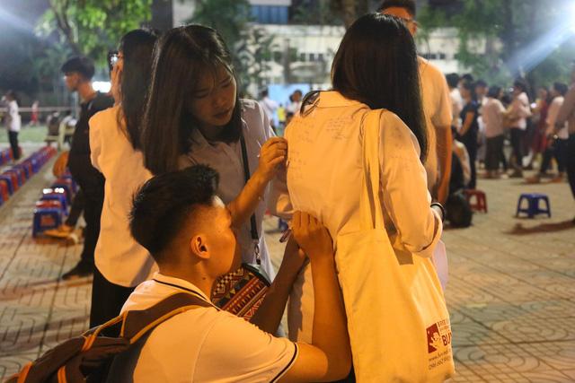 Lễ tri ân trưởng thành đầy xúc động của học sinh lớp 12 trường THPT Yên Hòa - ảnh 3