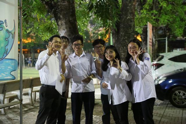 Lễ tri ân trưởng thành đầy xúc động của học sinh lớp 12 trường THPT Yên Hòa - ảnh 2