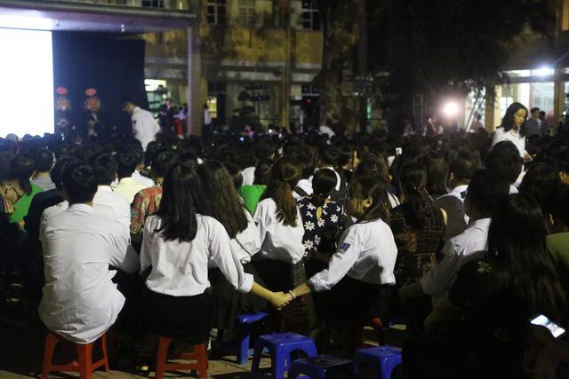 Lễ tri ân trưởng thành đầy xúc động của học sinh lớp 12 trường THPT Yên Hòa - ảnh 4