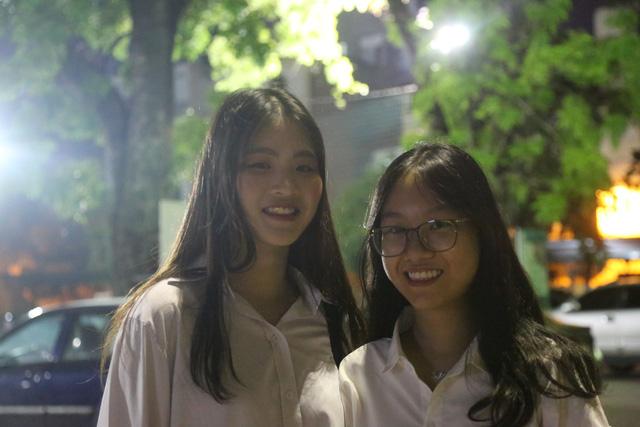 Lễ tri ân trưởng thành đầy xúc động của học sinh lớp 12 trường THPT Yên Hòa - ảnh 5