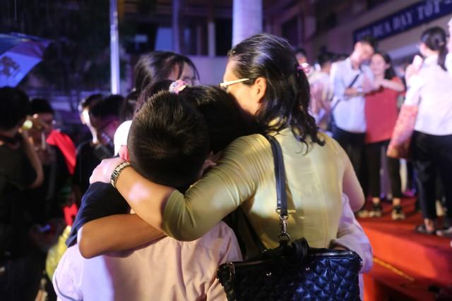 Lễ tri ân trưởng thành đầy xúc động của học sinh lớp 12 trường THPT Yên Hòa - ảnh 10