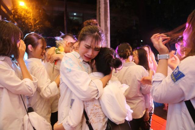 Lễ tri ân trưởng thành đầy xúc động của học sinh lớp 12 trường THPT Yên Hòa - ảnh 16