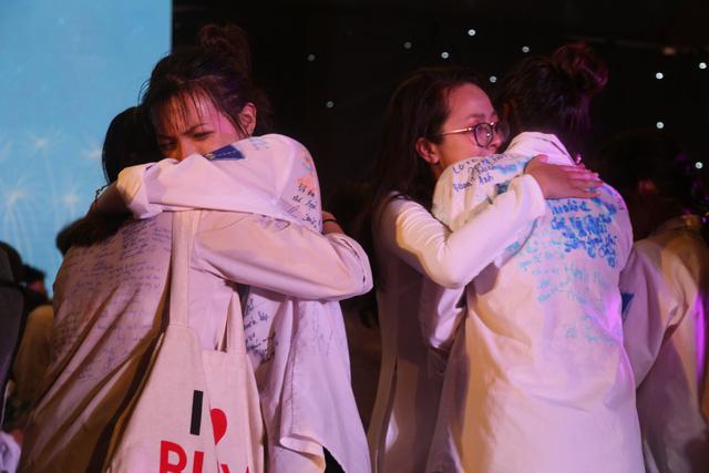 Lễ tri ân trưởng thành đầy xúc động của học sinh lớp 12 trường THPT Yên Hòa - ảnh 15
