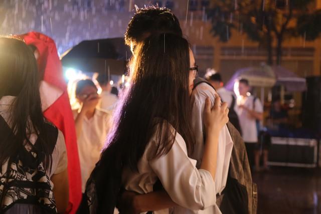 Lễ tri ân trưởng thành đầy xúc động của học sinh lớp 12 trường THPT Yên Hòa - ảnh 11