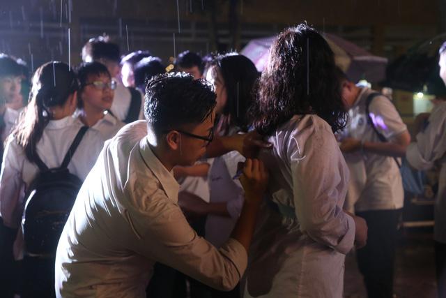 Lễ tri ân trưởng thành đầy xúc động của học sinh lớp 12 trường THPT Yên Hòa - ảnh 12