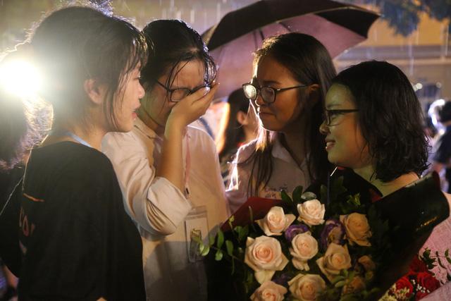 Lễ tri ân trưởng thành đầy xúc động của học sinh lớp 12 trường THPT Yên Hòa - ảnh 13