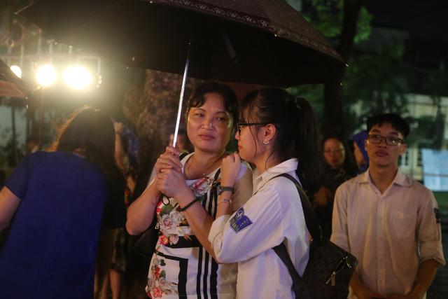 Lễ tri ân trưởng thành đầy xúc động của học sinh lớp 12 trường THPT Yên Hòa - ảnh 14