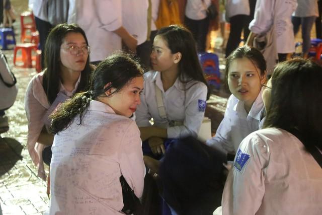 Lễ tri ân trưởng thành đầy xúc động của học sinh lớp 12 trường THPT Yên Hòa - ảnh 8