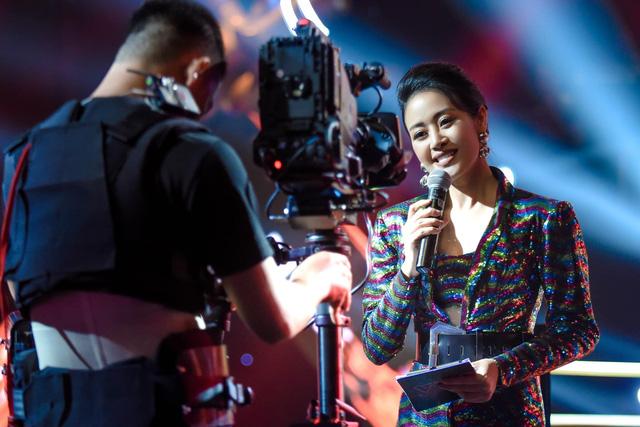 MC Phí Linh lên tiếng về thí sinh The Voice tỏ thái độ khi không được gọi nghệ danh - Ảnh 2.