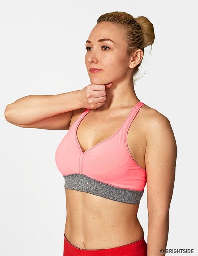Bài tập nâng ngực giúp bạn có vòng một quyến rũ - Ảnh 1.