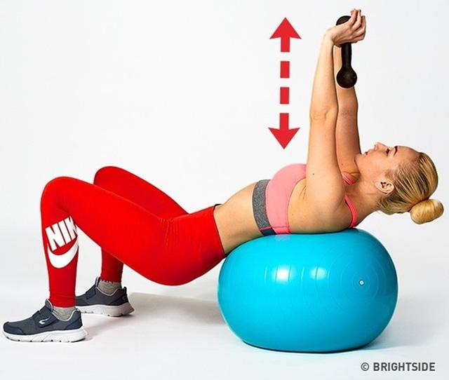 Bài tập nâng ngực giúp bạn có vòng một quyến rũ - Ảnh 6.