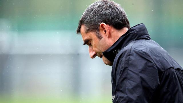 Thay đổi chóng mặt, Barcelona muốn giữ HLV Valverde thêm 1 mùa - Ảnh 1.