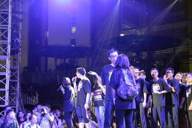 Xúc động đêm hội tri ân và trưởng thành trường THPT Chuyên Hà Nội - Amsterdam - Ảnh 19.