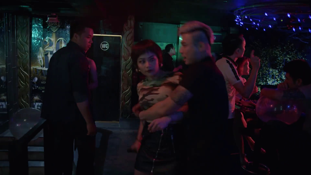 Mê cung - Tập 11: Nữ cảnh sát quyến rũ bồ của con gái ông trùm Cường Lâm - Ảnh 3.