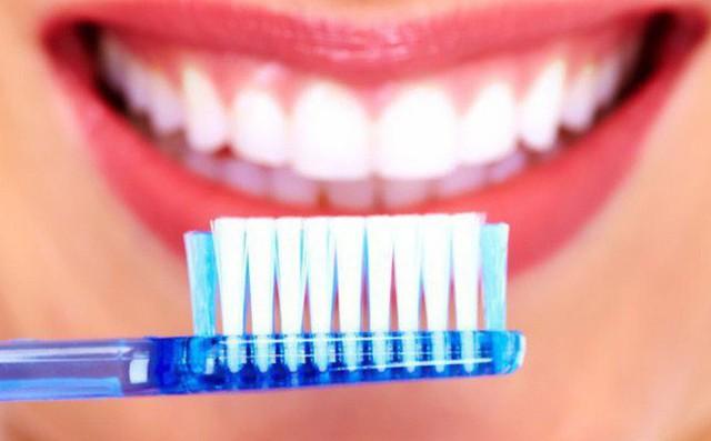 Học cách làm trắng răng đơn giản ngay tại nhà - Ảnh 1.