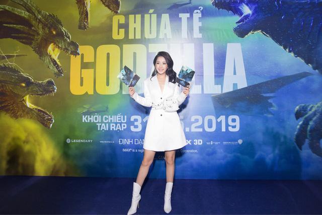 Dàn sao Việt phát cuồng vì Chúa tể Godzilla - Ảnh 2.