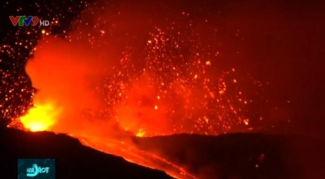 Núi lửa phun đẹp như pháo hoa - Ảnh 2.